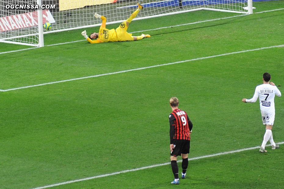 Kasper Dolberg marque le but du 2 à 0