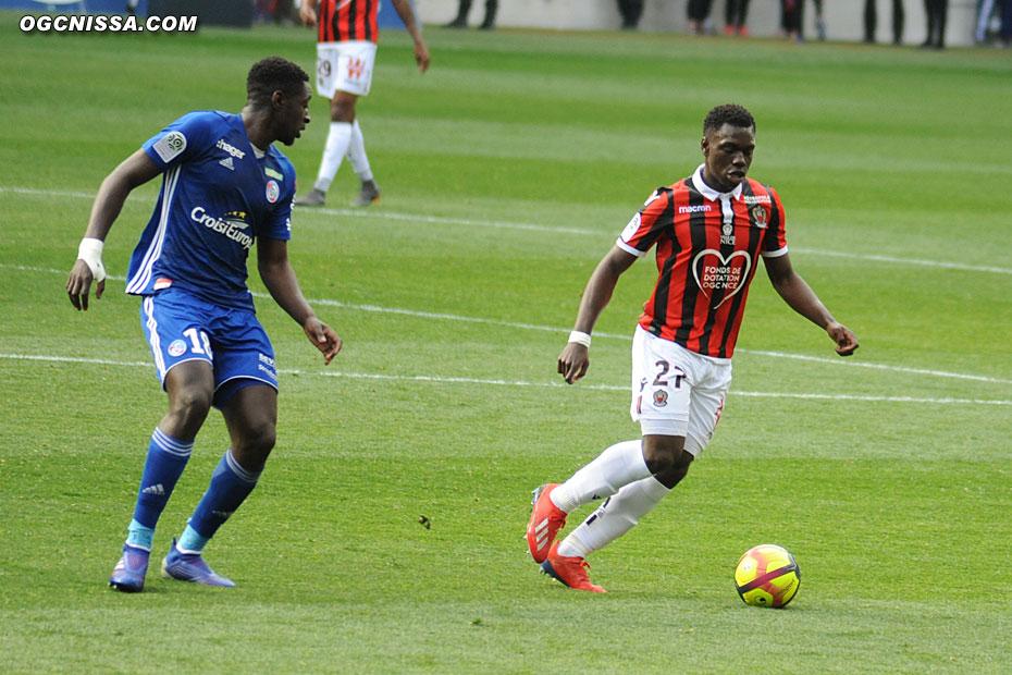 Jean-Victor Makengo replacé avant-centre sur ce match