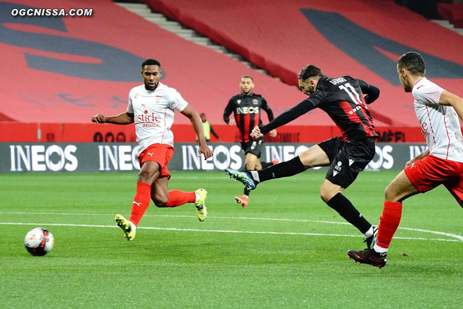 Amine Gouiri ouvre rapidement le score