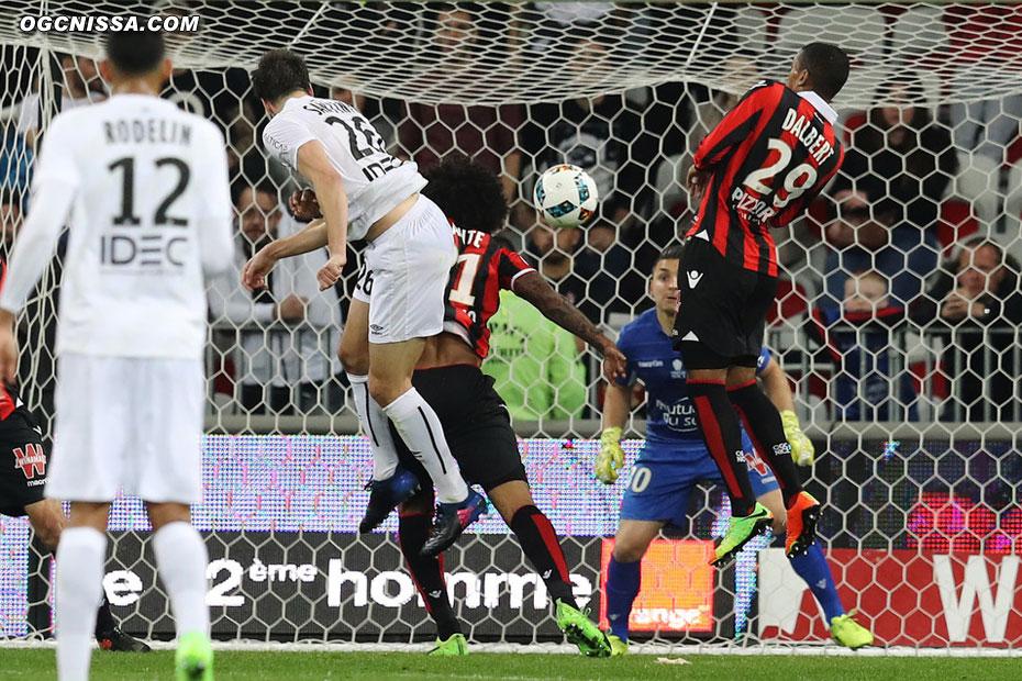 Santini saute plus haut que Dante