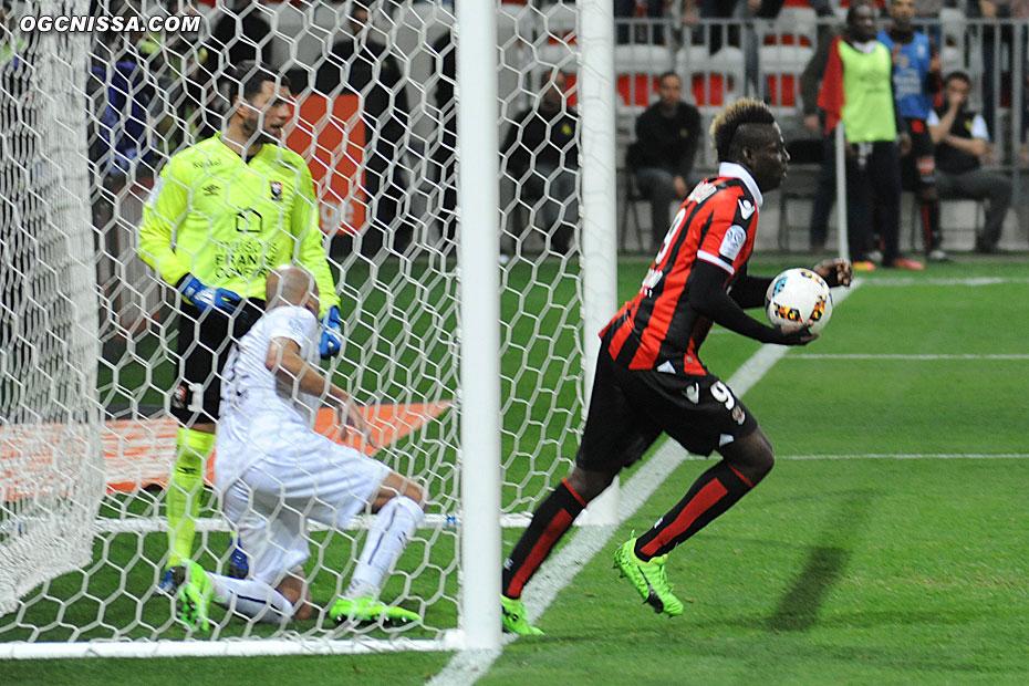 Mario Balotelli réduit le score