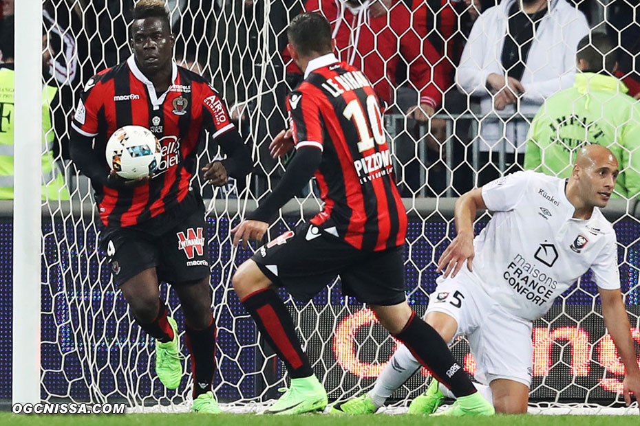 Mario Balotelli ramène le ballon rapidement