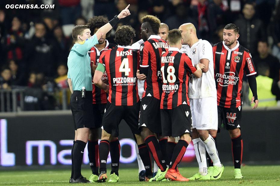 L'arbitre oubliera un nouveau penalty pour Nice en fin de match...