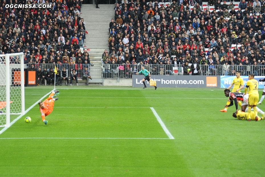 Mario Balotelli trouve le poteau