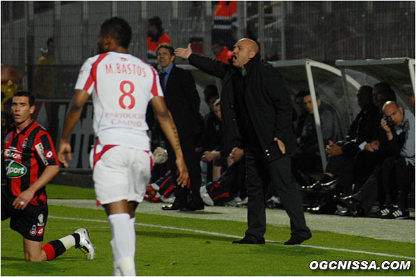 Antonetti replace son équipe qui se fait dominer en début de rencontre