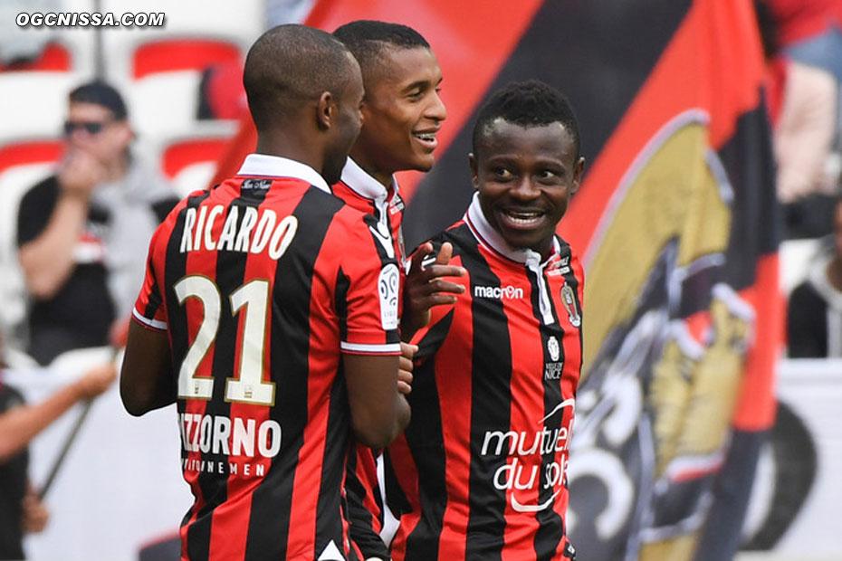 Jean-Michael Seri remercie Dalbert Henrique, qui a provoqué le penalty