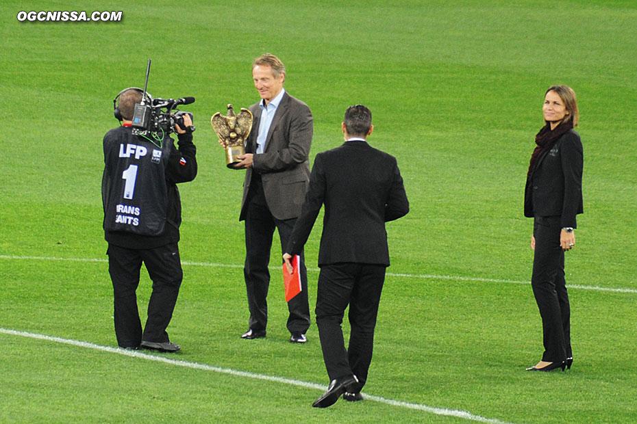 Robby Langers reçoit le trophée des Anciens Aiglons