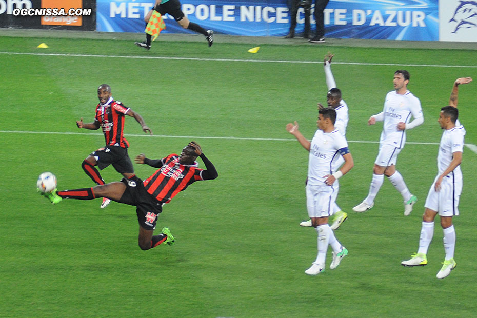 Mario Balotelli manque de peu l'ouverture du score