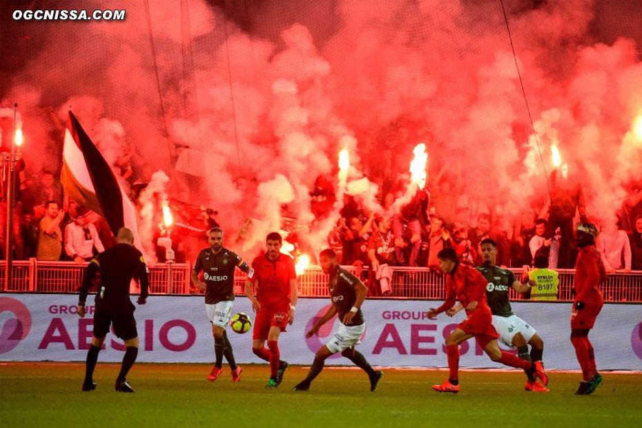 St Etienne marque un deuxième but, encore entaché d'un hors jeu