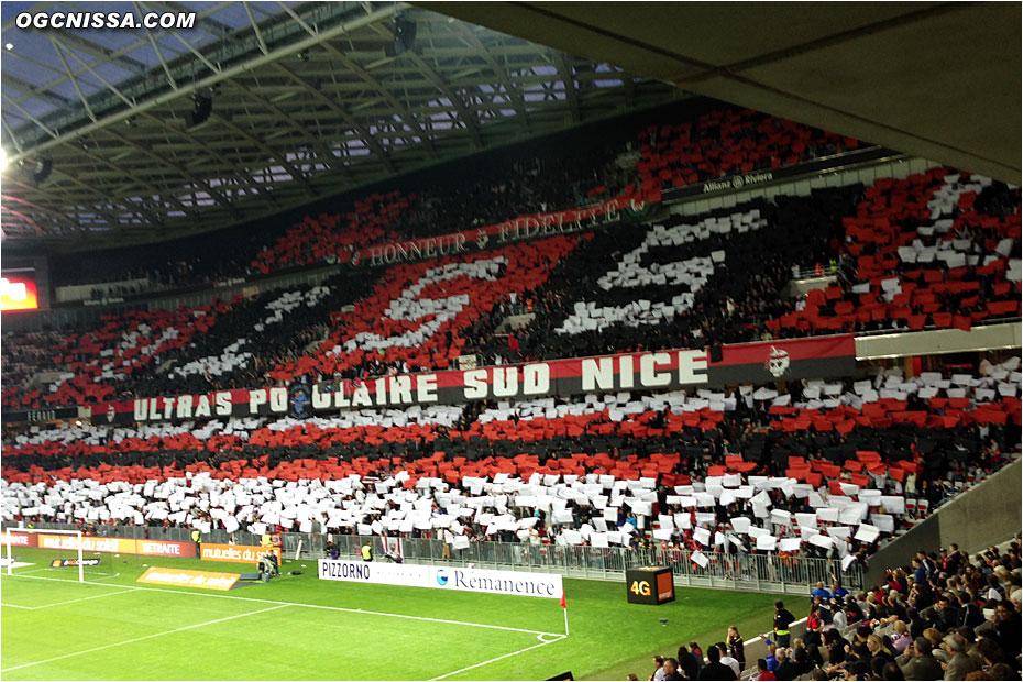 Un tifo qui fait penser à celui organisé par la BSN au stade de France en 2006