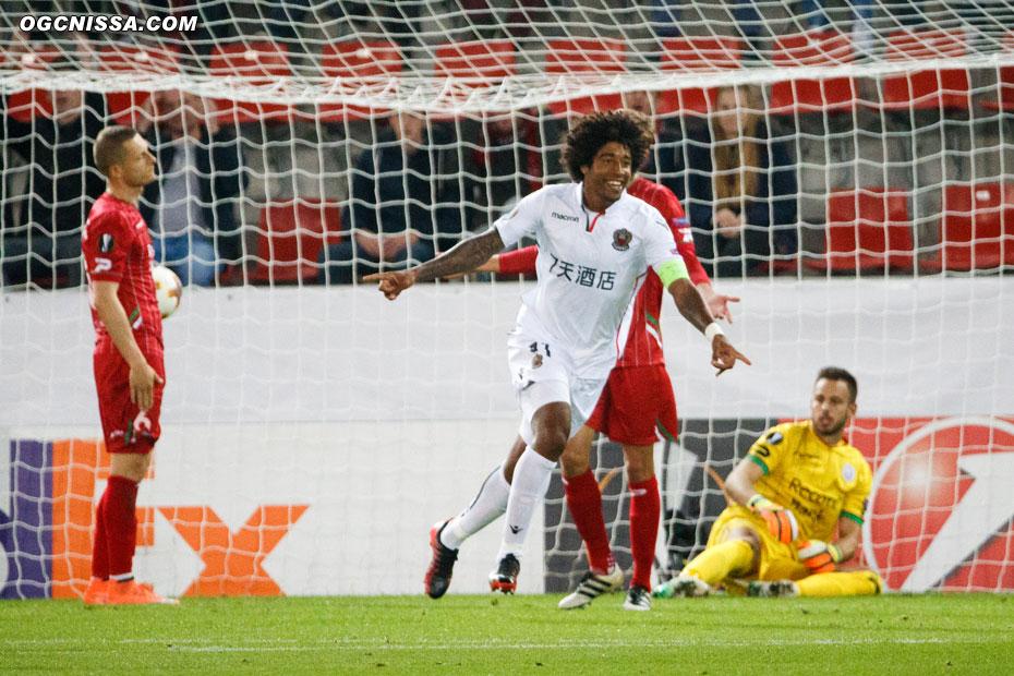 Dante Bonfim ouvre ensuite son compteur but sous le maillot niçois