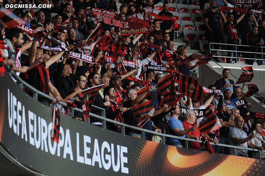 Le stade est aux couleurs de l'Europa League