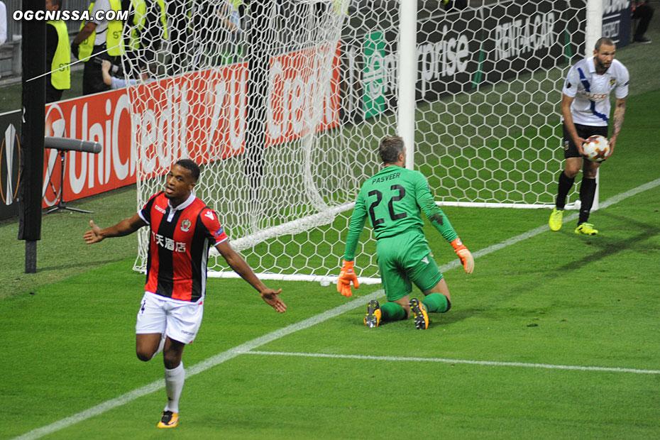 Le 3e but d'Alassane Pléa en Europe League