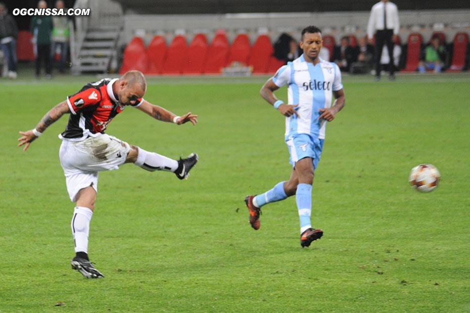 Tentative de Wesley Sneijder