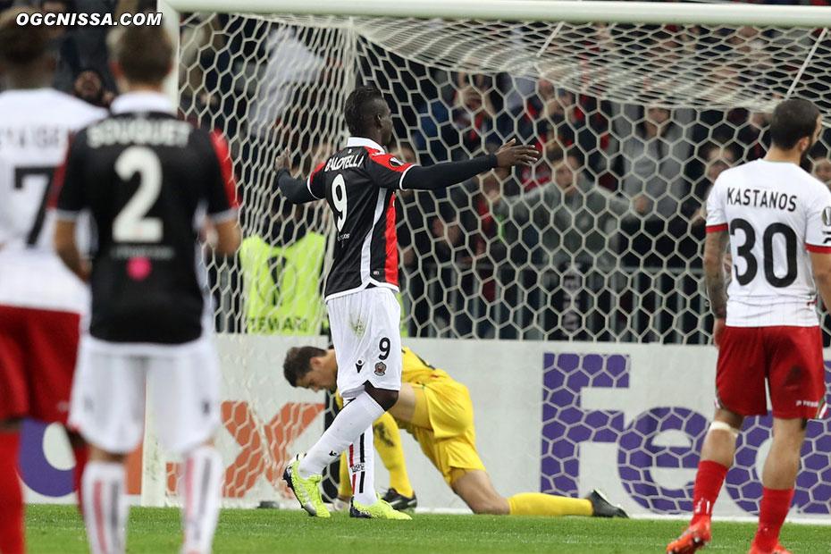 Ouverture du score de Mario Balotelli après 5 minutes de jeu