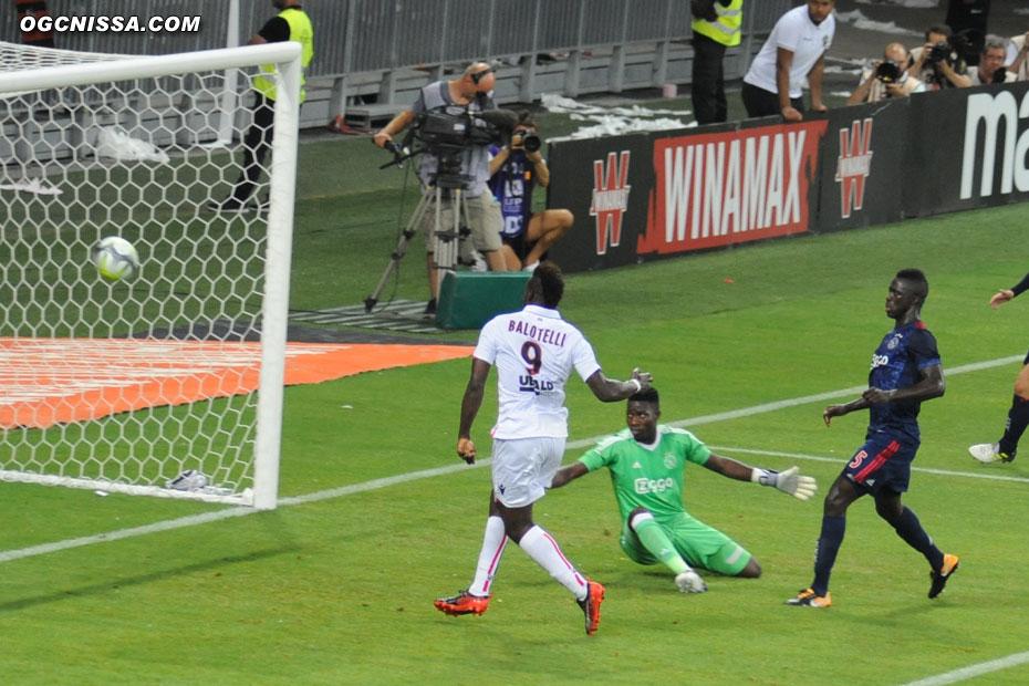 Mario Balotelli ouvre le score !