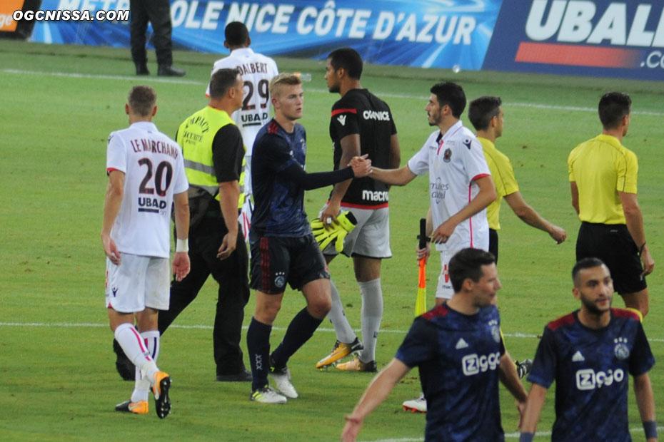 C'est terminé. Match nul 1 partout entre Nice et l'Ajax. La décision devra se faire au retour.