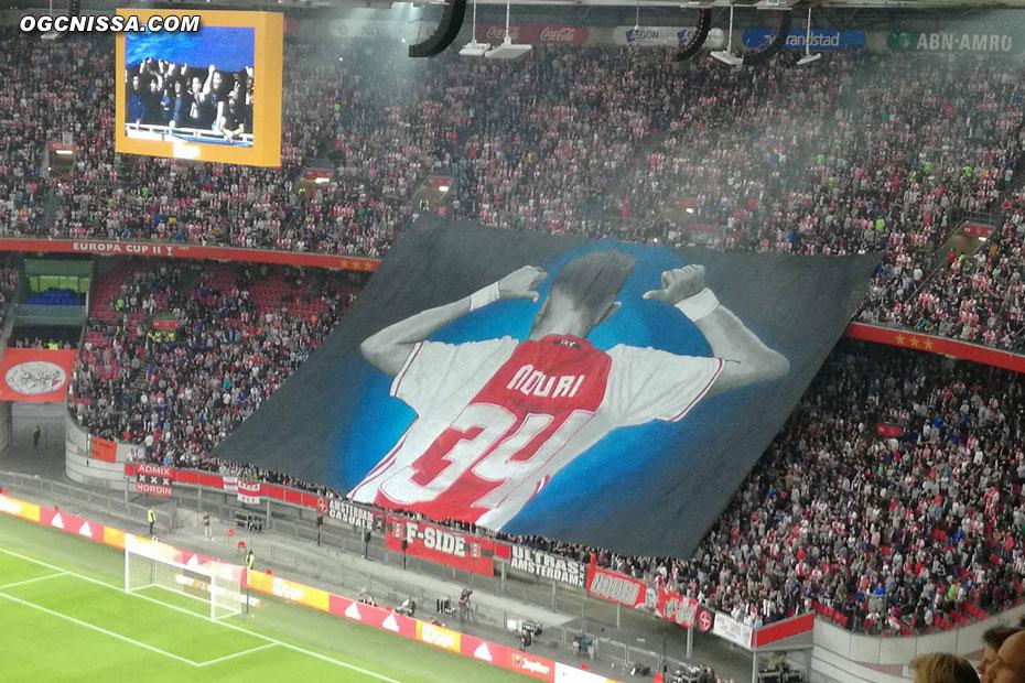 Grand voile en l'honneur de Abdelhak   Nouri, joueur de l'Ajax victime d'un malaise cardiaque