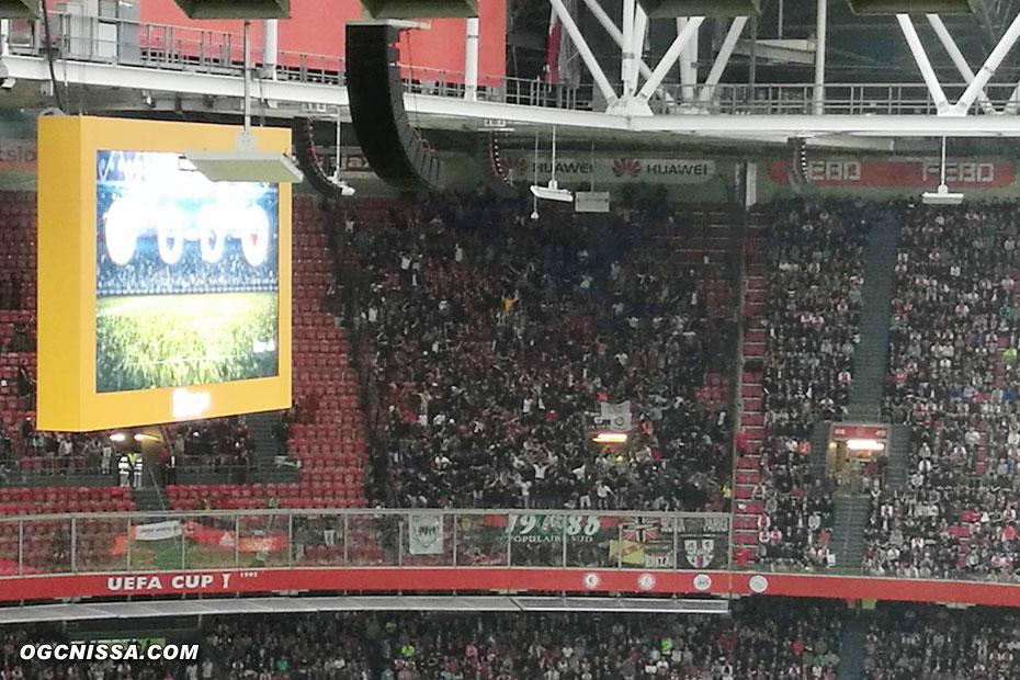 Le parcage de 2000 supporters niçois est en feu
