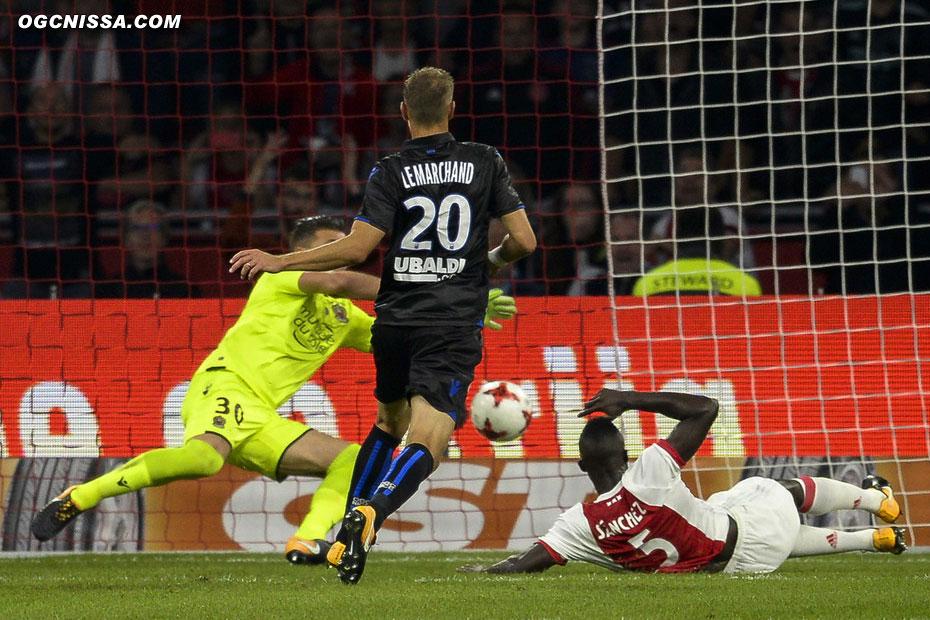 C'est finalement Sanchez qui donne l'avantage à l'Ajax en seconde période