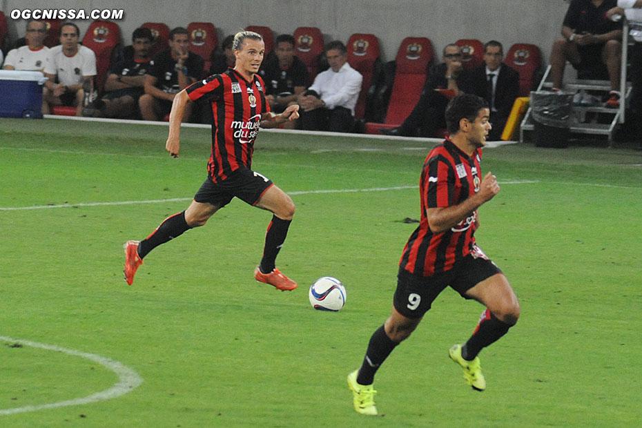 Niklas Hult en latéral gauche, avec Hatem Ben Arfa