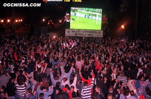 La joie des supporters sur la place Massèna