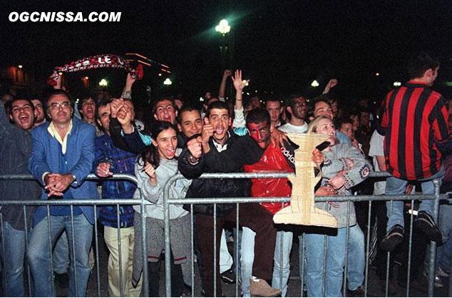 Les supporters sur la place Massèna