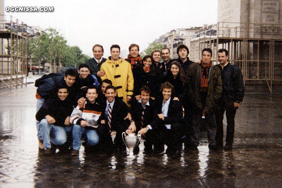 Les premiers supporters ayant soulevé la coupe, le lendemain à 7h sous l'arc de triomphe, avec Frédéric Gioria, Frédéric Tatarian, Thierry Crétier